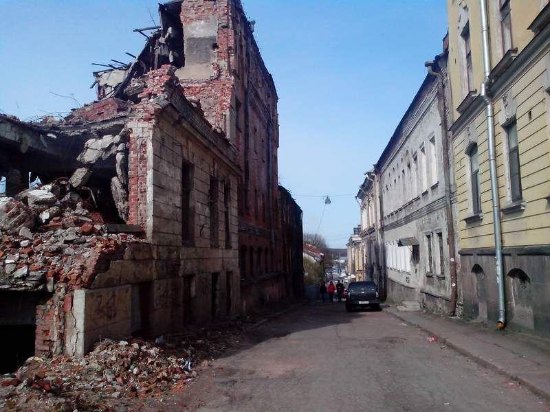Развалины дома вид с улицы